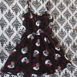 Hot Topic skulls & roses dress 🥀💀🖤